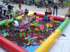 湖北武汉小区内儿童玩的决明子充气沙滩池